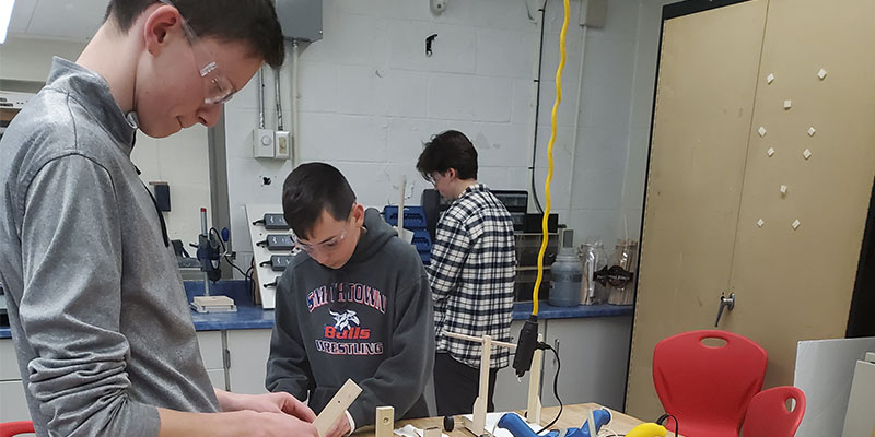 East Students Learn Engineering, Building
